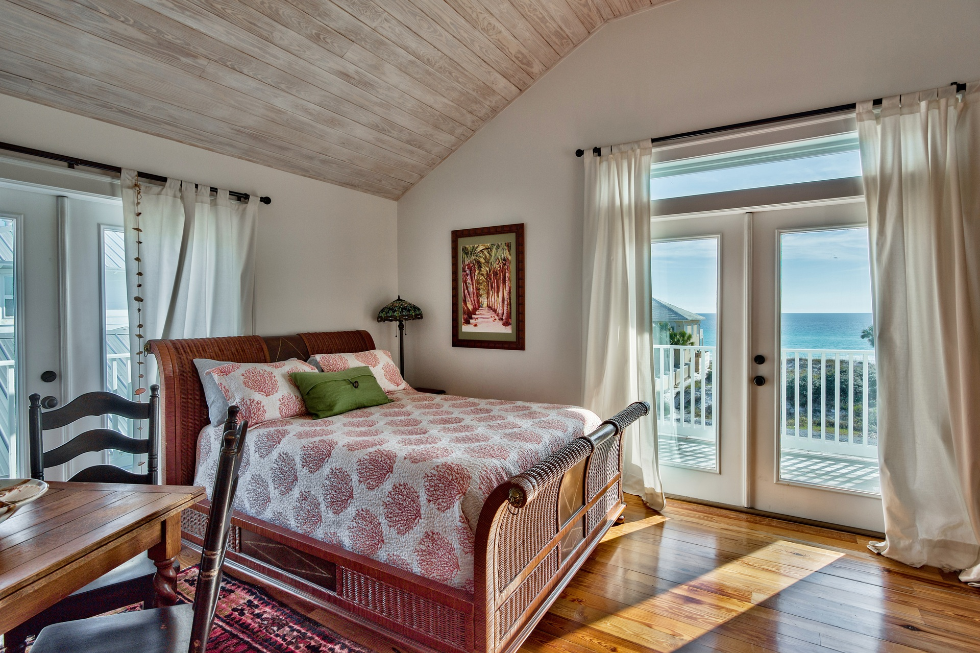 3rd Floor - Queen Bedroom